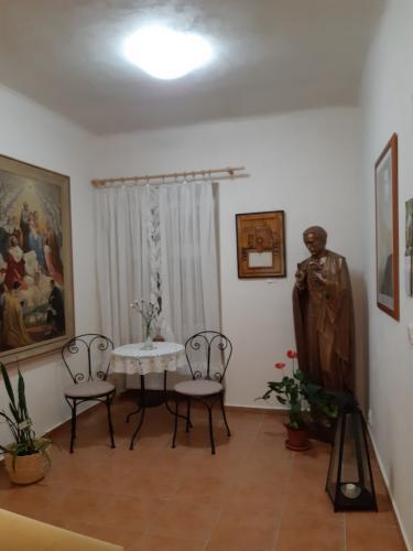 19. socha-sv-Jana Nep-Neumanna pred galerii